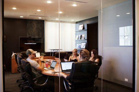 Modelo de Negócios para Assistentes Virtuais